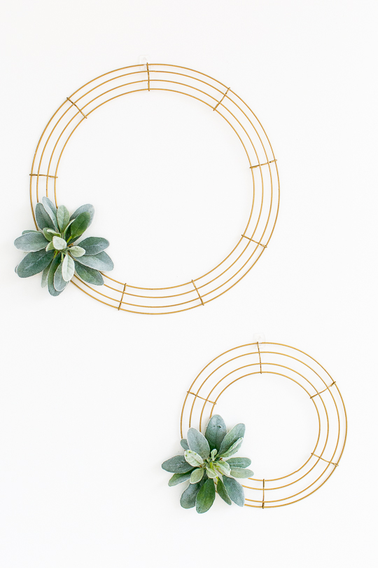 modern minimal holiday wreaths