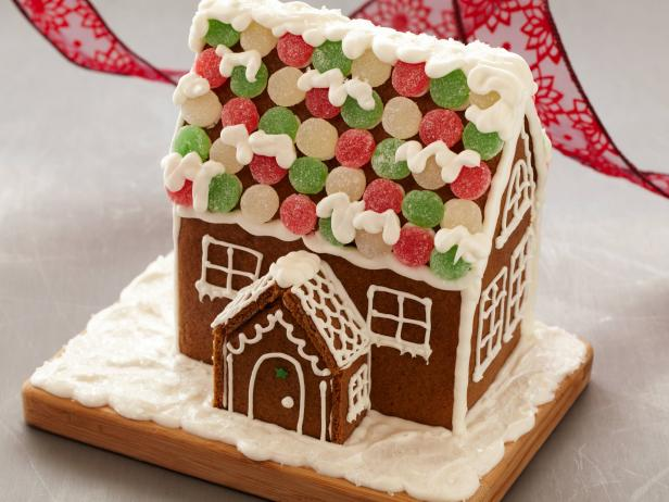 Easy Holiday Gingerbread Houses