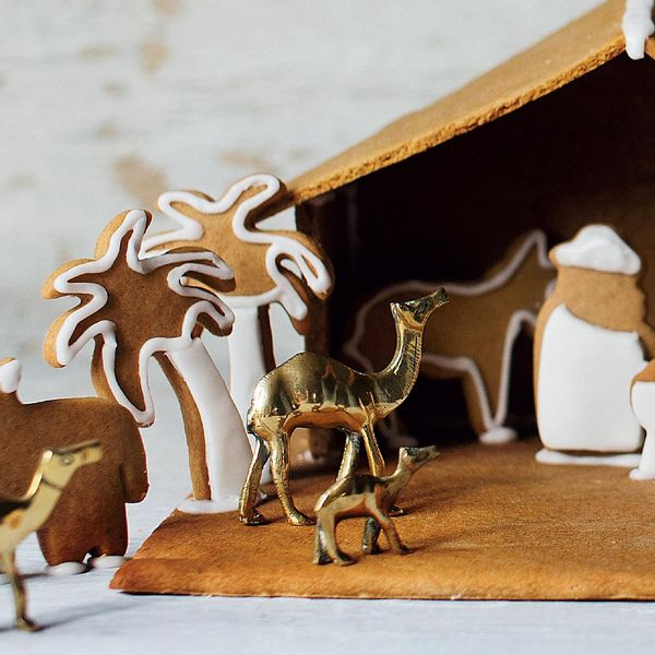 Easy Holiday Gingerbread Houses 5