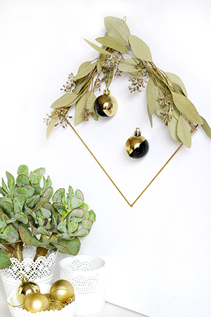 DIY modern holiday wreath